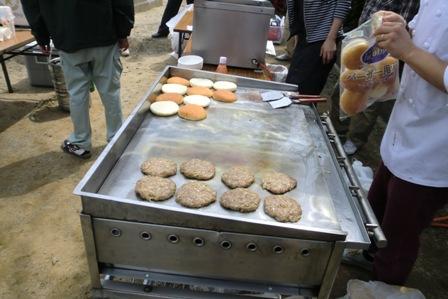 新メニューハンバーガー お肉も手作り