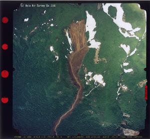 垂直写真-2 駒の湯上流部の崩壊