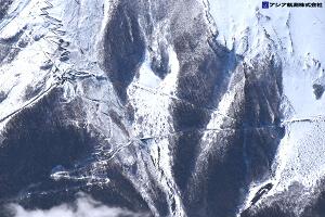 富士山スラッシュ雪崩 斜め空中写真_4