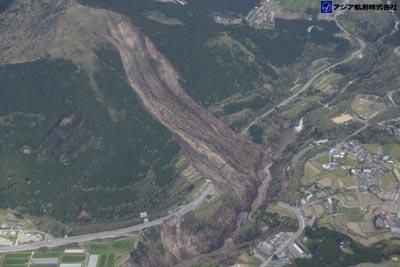 平成28年熊本地震斜め空中写真_1